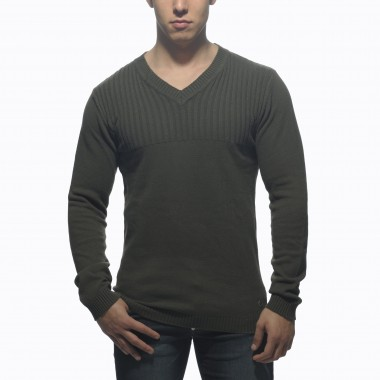 SWT06 V-NECK RIBBED CHEST SWEATER