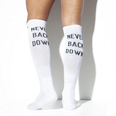 SCK09 NEVER BACK DOWN SOCKS